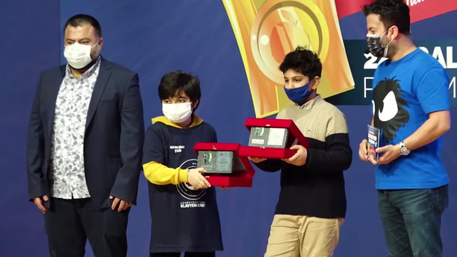 Öğrencilerimizin İnsanlık Yararına Teknoloji Projesi Ödül Getirdi!